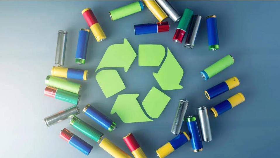 Deposite pilhas e electrónica para reciclar no Montepio. O peso vai ser convertido em donativos